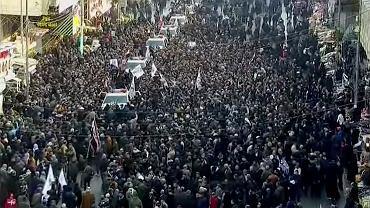 Irak. Tłumy w kondukcie żałobnym Sulejmaniego.