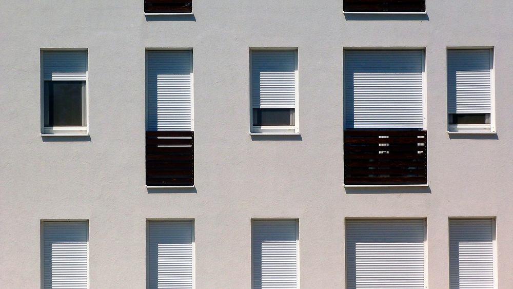 Balkon francuski. Zdjęcie ilustracyjne