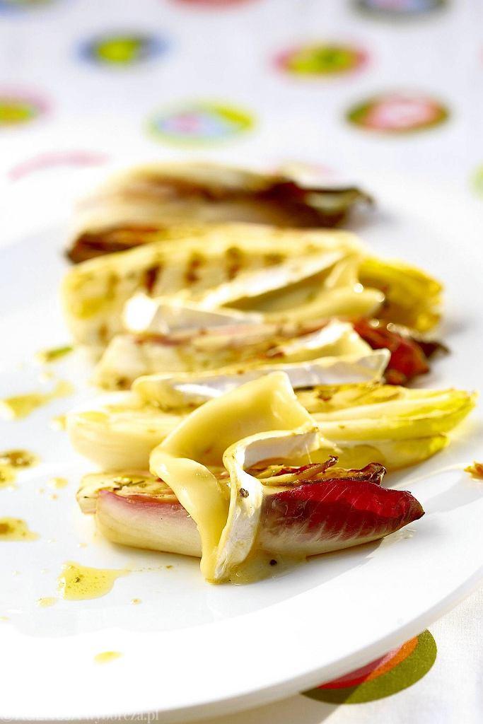 Cykoria grillowana z serem pleśniowym