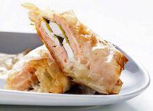 Łosoś z serem feta i szpinakiem pieczony w cieście filo - ugotuj