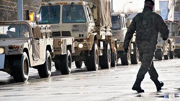 Wojskowe przywitanie amerykańskich żołnierzy w Żaganiu
