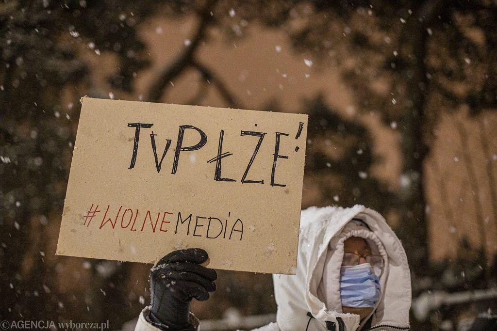 Protest pod siedzibą Telewizji Polskiej w Gdańsku