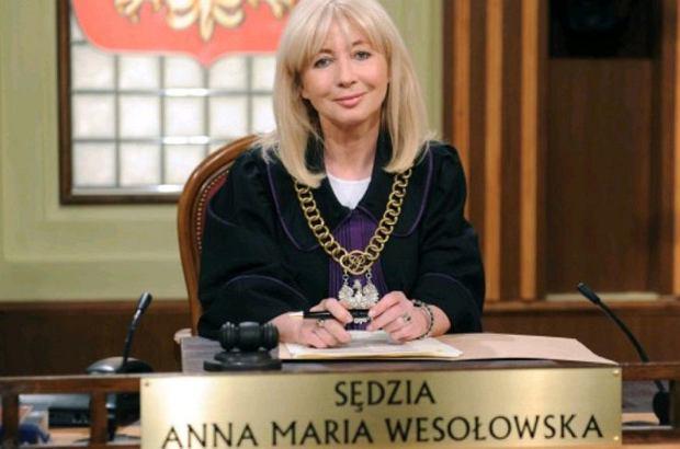 Anna Maria Wesołowska z pewnością jest najpopularniejsza sędzią w Polsce. Sławę zawdzięcza emitowanemu w latach 2006-2011 programowi, w którym inscenizowane były rozprawy sądowe. Paradokument cieszył się bardzo dużą popularnością, a każdy odcinek gromadził przed telewizorami rzesze wiernych fanów. Niedługo program wróci z nowymi rozprawami.