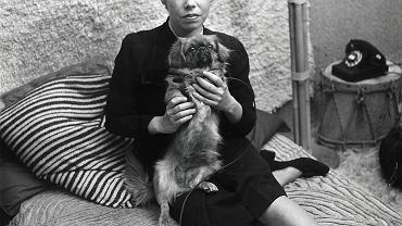 Luty 1947 r. - pisarka Jane Bowles ze swoim psem