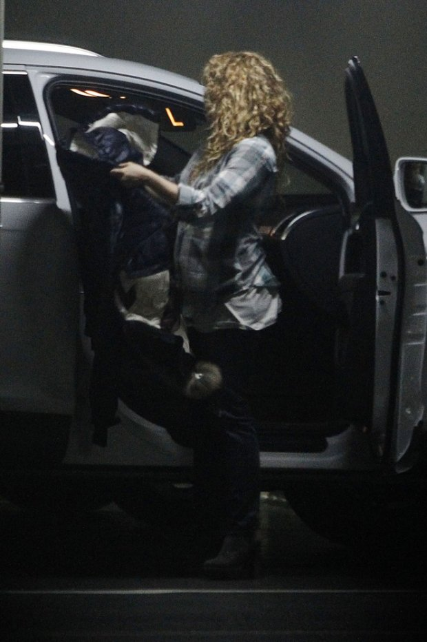 09 february 15 Shakira was going to the first visit the gynecologist in Barcelona  Non Exclusive Mandatory Credit: KDNPIX.COM  Ref: kdn_san