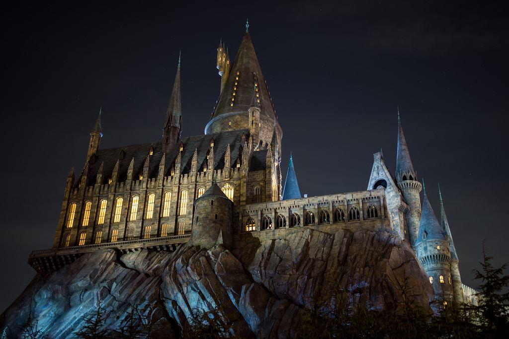 Harry Potter - filmy. Szkoła Magii i Czarodziejstwa w Hogwarcie. Zdjęcie ilustracyjne, Woramet Muangsiri/shutterstock.com