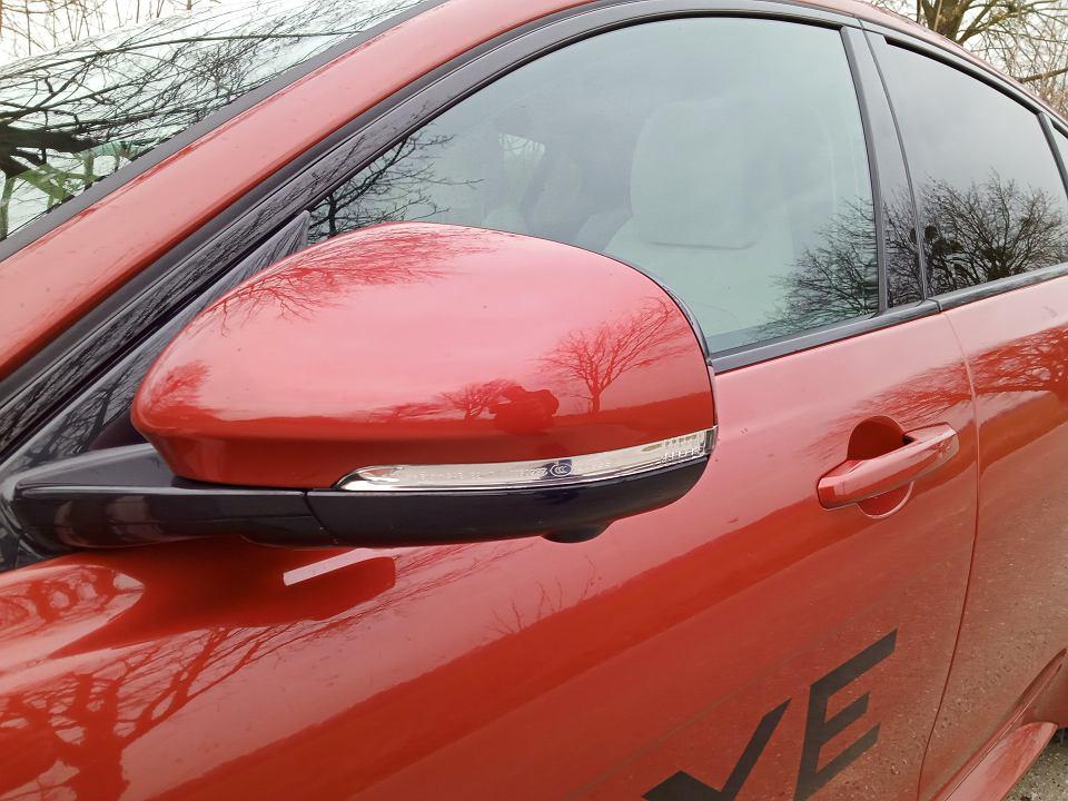Zdjęcie numer 2 w galerii - Jaguar XE - rodzynek na tył