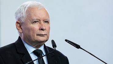 Kulisy spotkań Jarosława Kaczyńskiego z politykami. 'To nie jest dywanik, ale bardzo wygodna sofa'