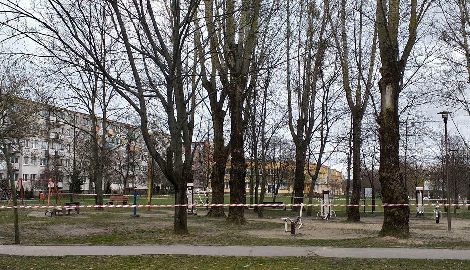 'Zamknięta' siłownia plenerowa na ul. Piasta, należąca do SM 'Zachęta'