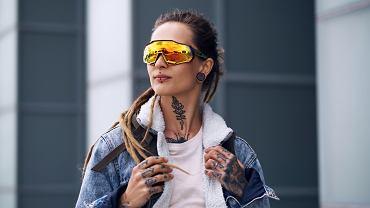 Tatuaż na szyi. Zdjęcie ilustracyjne