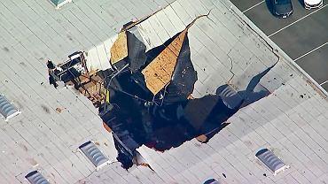 Na skutek wypadku F-16 zniknął dach magazynu