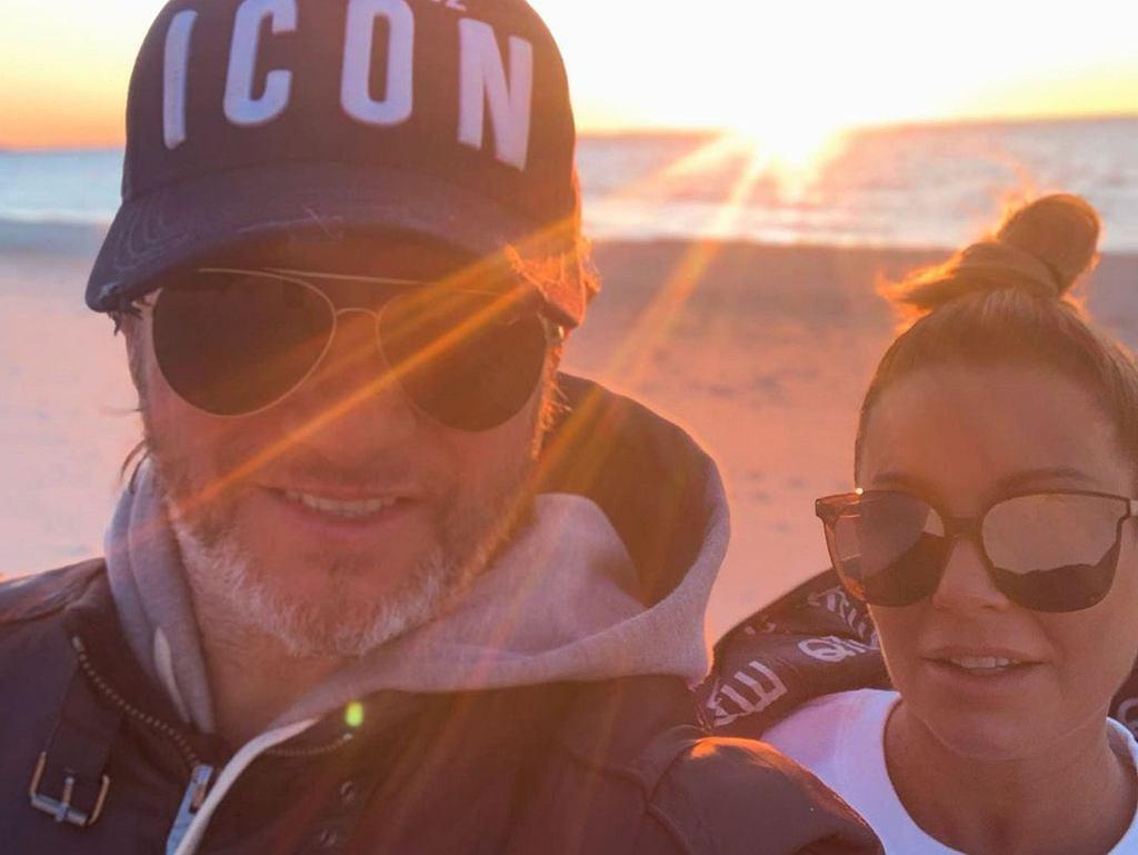 Małgorzata Rozenek i Radosław Majdan bez maseczek na plaży