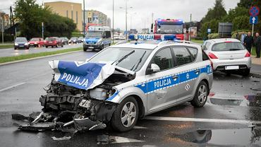 Wypadek w centrum Łodzi. Dwa rozbite radiowozy, pięciu policjantów w szpitalu (zdj. ilustracyjne)