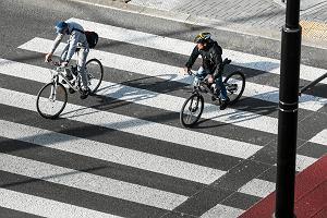 Na ulicach rowerowy chaos. Cykliści nie znają przepisów? Główna przyczyna wypadków to wymuszanie pierwszeństwa
