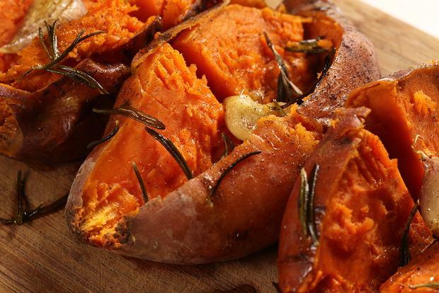 Bataty z piekarnika - jak przygotować pyszny zamiennik dla pieczonych ziemniaków?