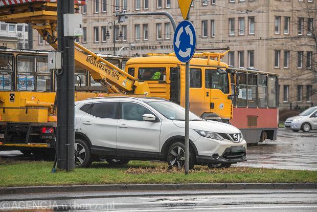 04.01.2018 Bydgoszcz , Rondo Jagiellonow zderzenie nissana z tramwajem