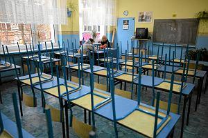 Uczniowie pytają mnie, czy mi się opłaca przychodzić do szkoły, bo przecież w Biedronce więcej się zarabia