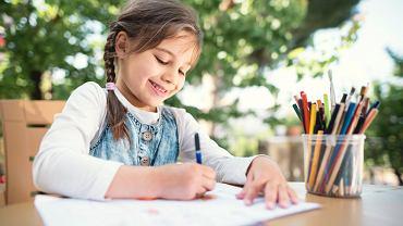 Szlaczki literopodobne to pewnego rodzaju forma przejściowa między rysowaniem a nauką pisania.