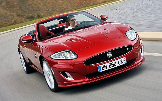 Mocniejszy (550 KM) XKR-S wg danych Jaguara wypluwa również 292 g/km