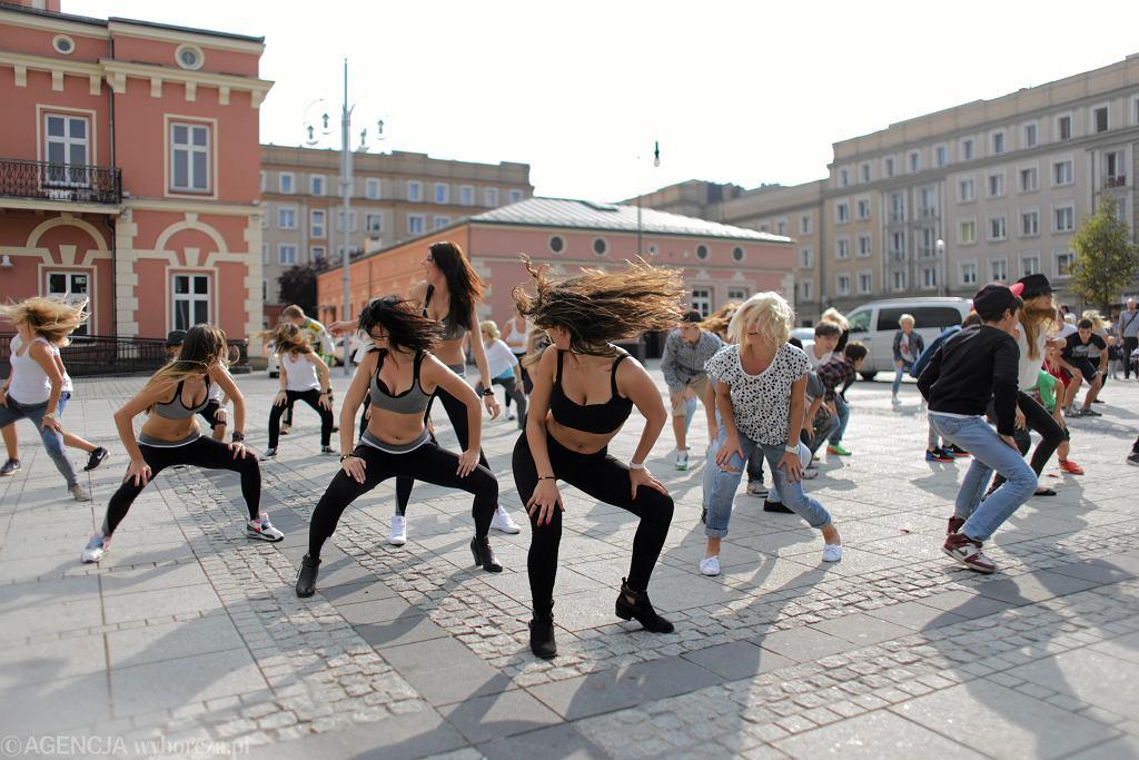 Zdjęcie ilustracyjne. Flash mob w Częstochowie, 18.09.2014 r.