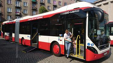Przegubowy 18-metrowy autobus Volvo zakupiony przez PKM Sosnowiec w 2017 roku