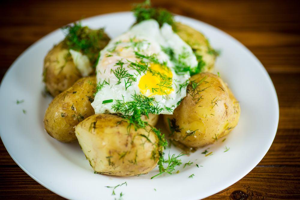 Młode ziemniaczki z jajkiem