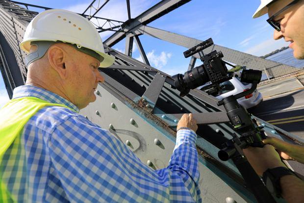 Zdjęcie numer 3 w galerii - Dziennikarze sprawdzali, jak przebiega rozbudowa starego mostu za 123 mln zł [GALERIA]