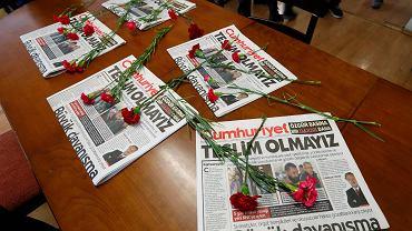 'Nie poddamy się' - pod takim nagłówkiem ukazał się we wtorek turecki dziennik 'Cumhuriyet'