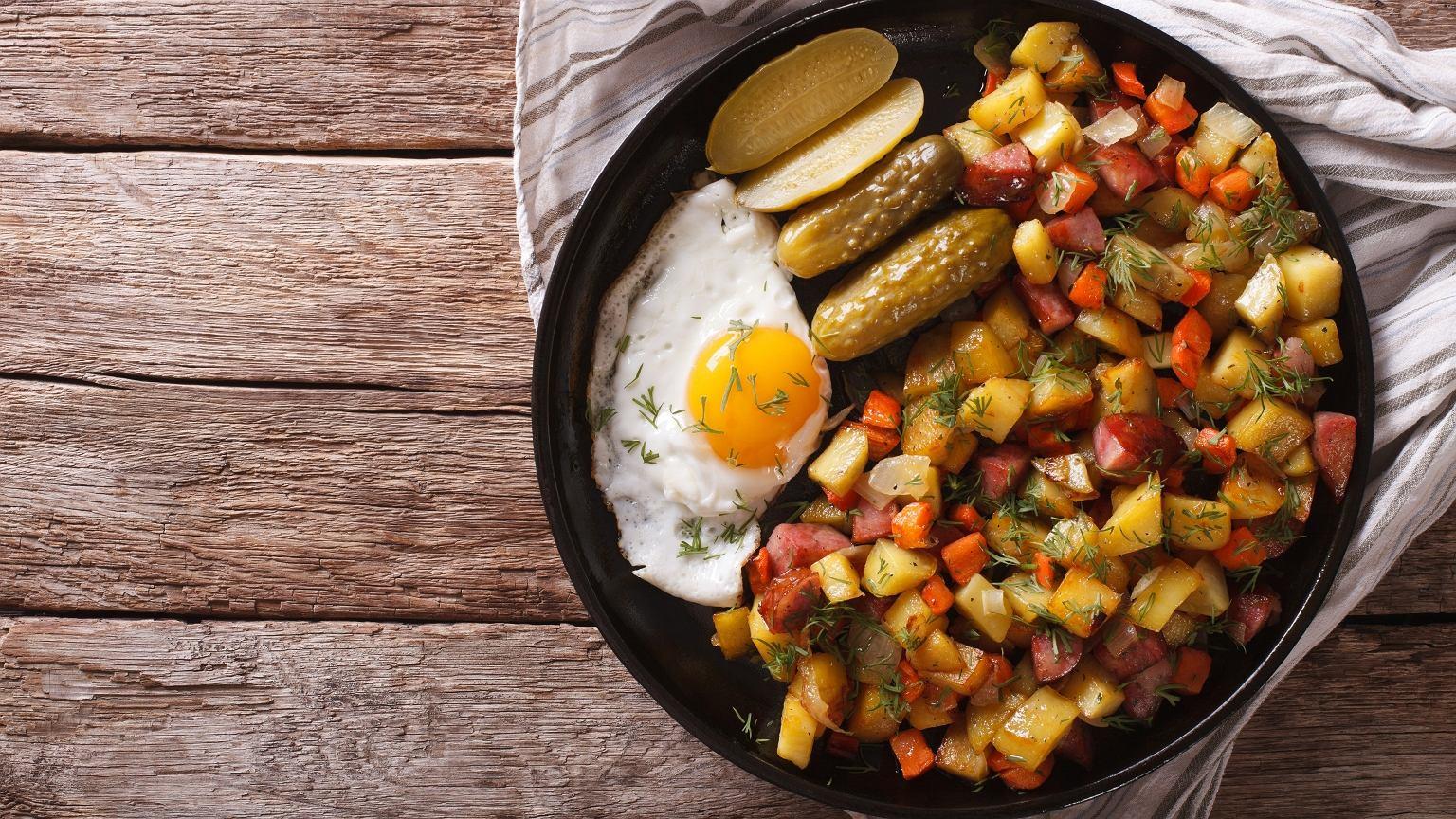 Pyttipannu to jedno z klasycznych dań kuchni skandynawskiej
