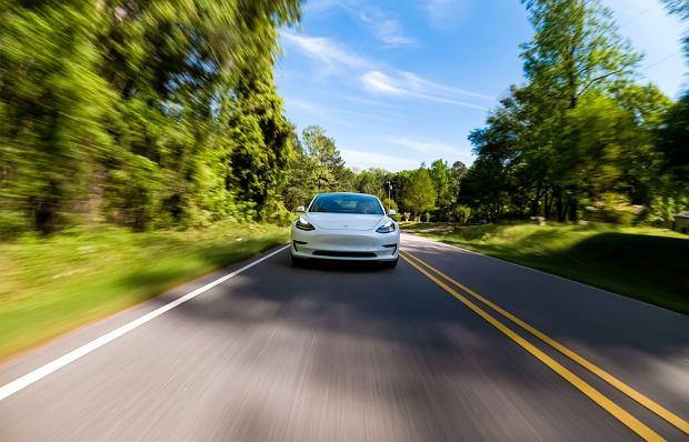 Obecnie około 90 procent wypadków samochodowych, które prowadzą do śmierci, wynika z błędu ludzkiego (fot. Shutterstock)
