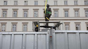 Pomnik Lecha Kaczyńskiego przy placu Piłsudskiego w Warszawie