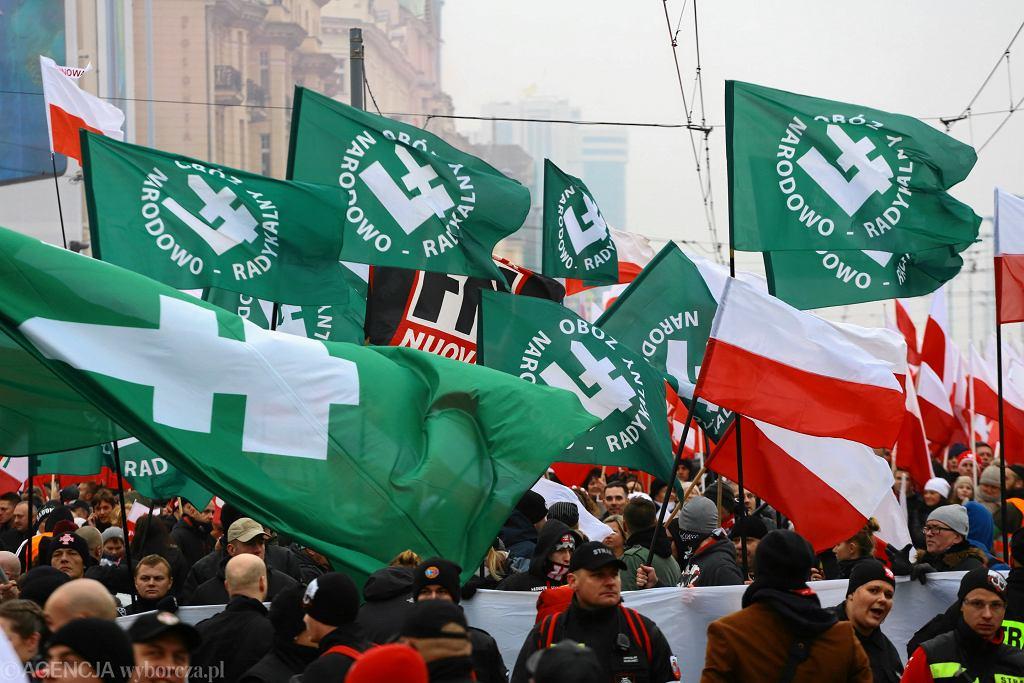 Dzień Niepodległości w Warszawie. Flagi ONR