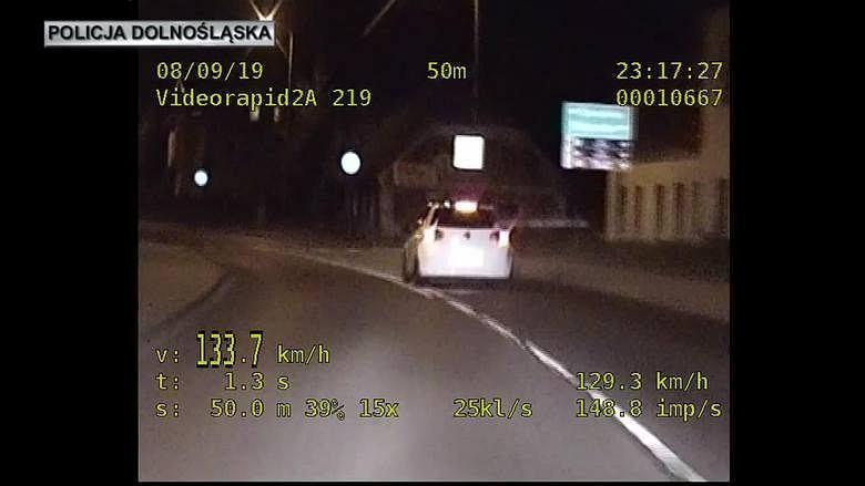 26-letni kierowca jechał 134 km/h w terenie zabudowanym w Jeleniej Górze.