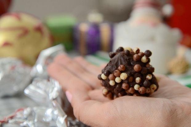 Świąteczne cukierki ze śliwką kalifornijską i czekoladą