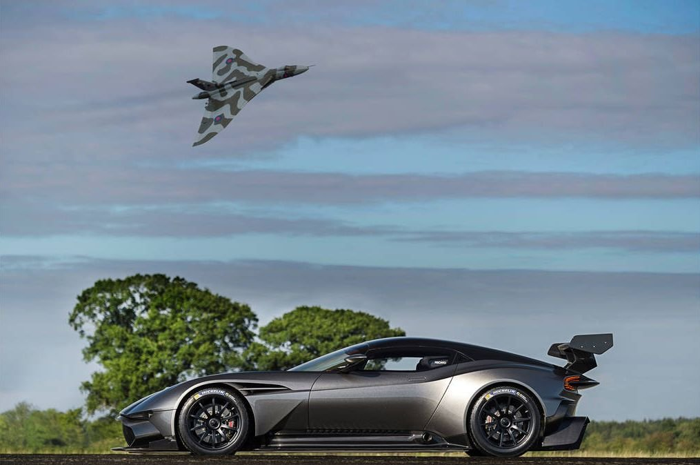 Aston Martin | Vulcan spotyka Vulcana