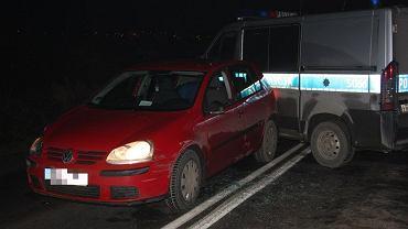 25 listopad 2014. Policjanci po pościgu zatrzymali poszukiwanego 33-latka