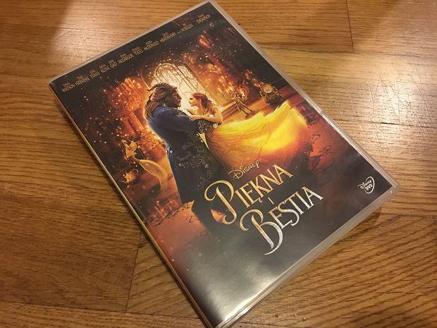 Bella i jej piękna balowa sunknia, ozdobiona... odrobiną magii.