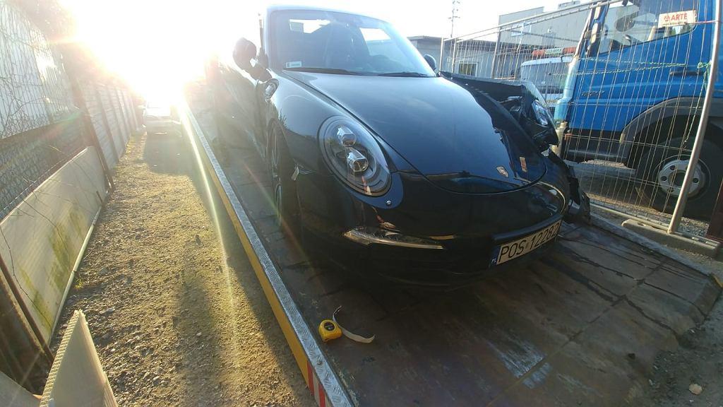 Pracownik myjni ukradł Porsche 911 i je rozbił
