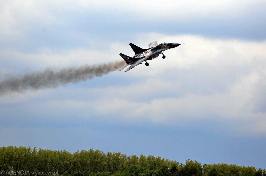 Mig-29 uświetnia pokazy z okazji 15-lecia wstąpienia Polski do NATO. Mińsk Mazowiecki, 10 maja 2014 - zdjęcie ilustracyjne