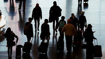 Ponad 10 tys. Polaków wróci w poniedziałek z Wielkiej Brytanii. Chcą zdążyć przed zakazem