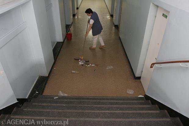 Sprzątaczka w jednej z poznański szkół