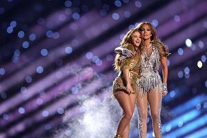 Super Bowl przejdzie do historii za sprawą dwóch latynoskich gwiazd, których występ rozgrzał publikę do czerwoności.