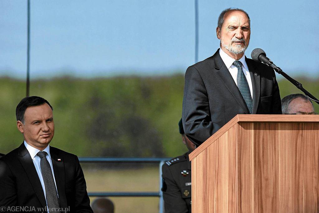 Formalny zwierzchnik sil zbrojnych, prezydent Andrzej Duda i minister obrony w rządzie PiS Antoni Macierewicz