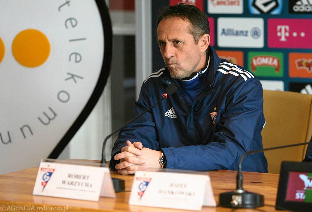 Robert Warzycha, dyrektor sportowy Górnika Zabrze, podczas konferencji prasowej