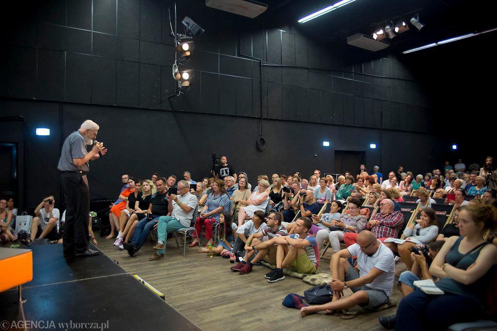 Spotkanie z księdzem Adamem Bonieckim na festiwalu #bedzieczytane w Ełku / RENATA DĄBROWSKA