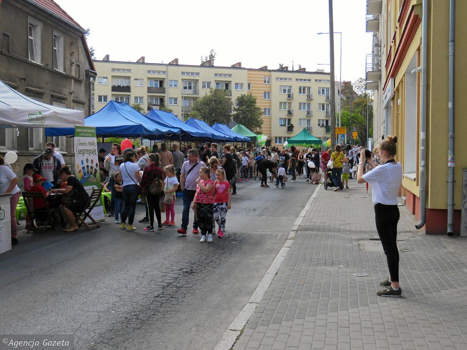 Zdjęcie numer 44 w galerii - Wielka zabawa na niezwykłej ulicy. Teatralna bawi się na całego [ZDJĘCIA]