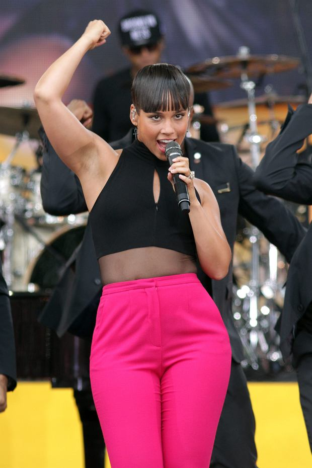 """Musician Alicia Keys performs on ABC's """"Good Morning America"""" in Central Park, on Friday, Aug. 30, 2013, in New York. (Photo by Greg Allen/Invision/AP)"""