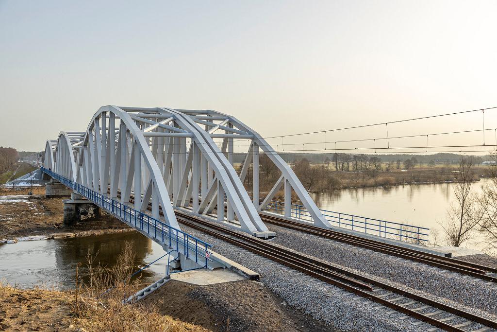 Zmodernizowany odcinek Warka-Dobieszyn linii kolejowej Warszawa-Radom