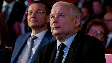 Obecny premier rządu PiS Mateusz Morawiecki (wówczas minister) i jego partyjny zwierzchnik prezes Jarosław Kaczyński podczas kongresu 'Impact'16: 4.0 Economy'. Kraków, 15 czerwca 2016