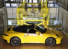 Możesz krok po kroku zobaczyć, jak powstaje twoje Porsche. W fabryce pojawiły się kamery